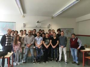 Foto di gruppo al termine della Conferenza  alunni 5infornatica docenti e Girari e Di Salvo (BBK)